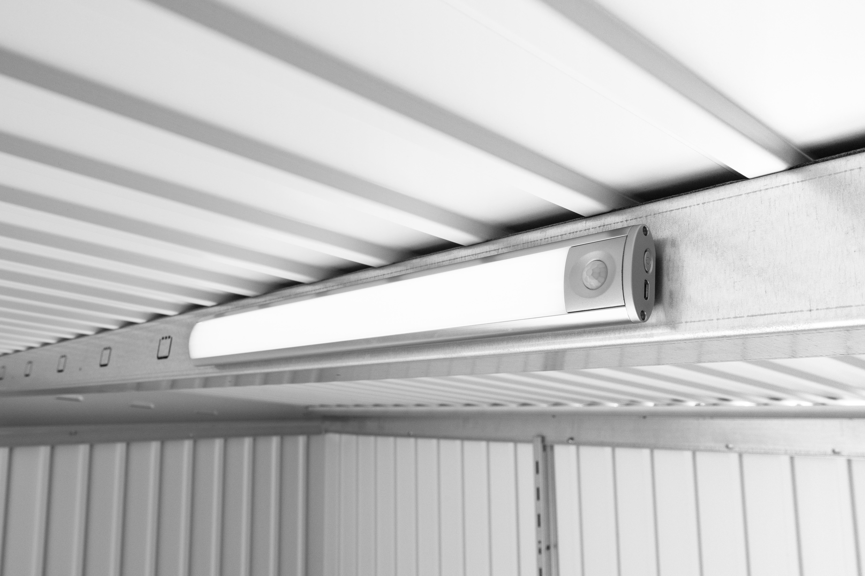 Biohort LED-Leuchte mit Bewegungsmelder für Gerätehäuser und Geräteschrank